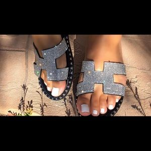 4dee7445447   PRICE IS FIRM  Black rhinestone accent sandals